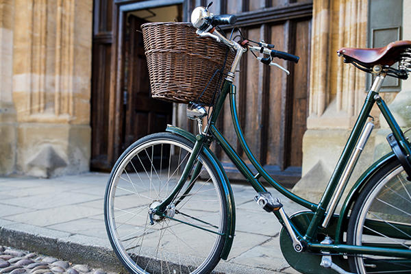 Bike in front of Oxford college