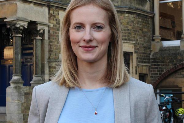 julia hilton headshot